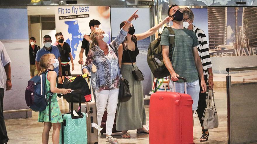 La patronal turística advierte de que el control de la pandemia es clave para salvar agosto
