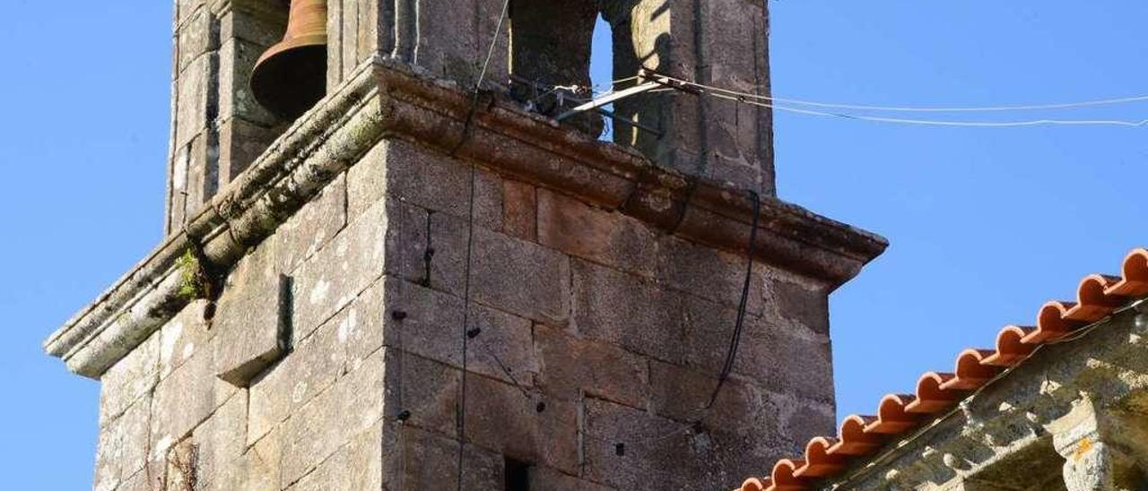 Daños en el tejado de la iglesia de San Martiño, que es bien protegido, en 2015. // Gonzalo Núñez