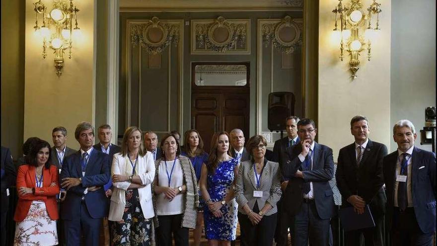 Minuto de silencio en las Cortes por las víctimas de Angrois
