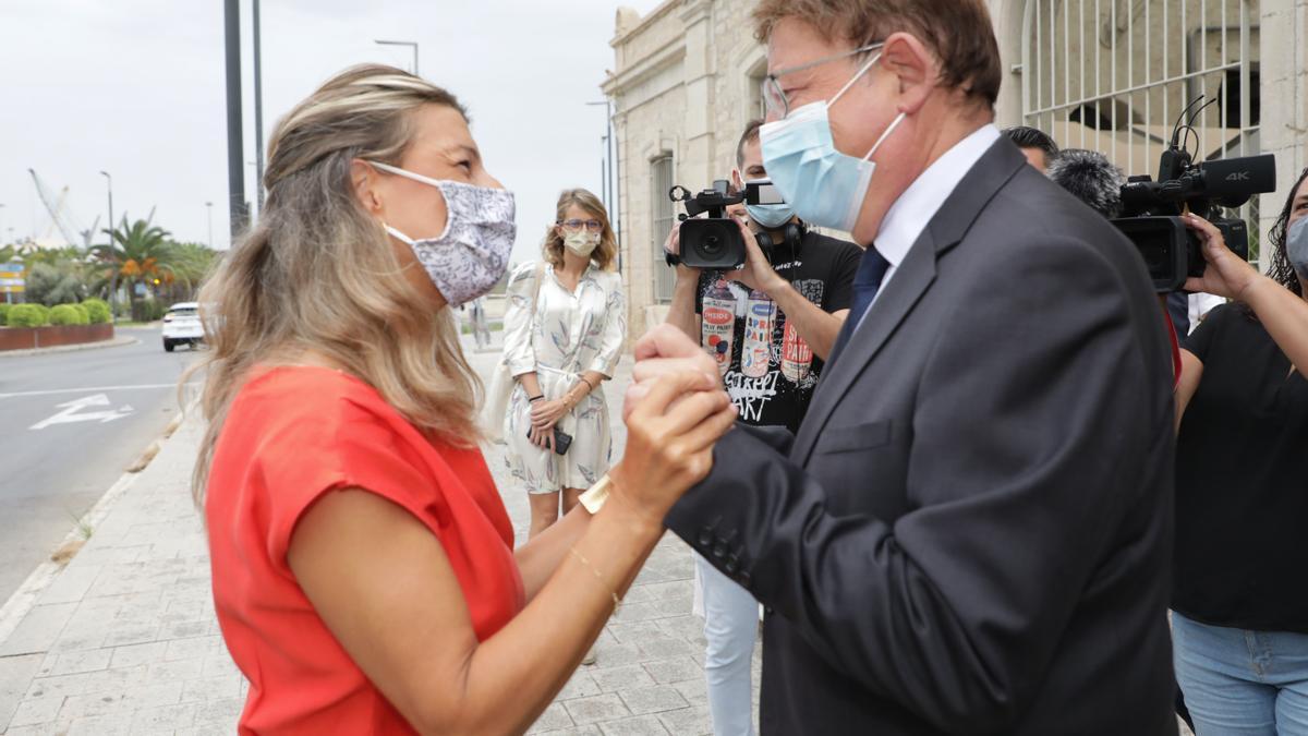 Yolada Díaz saluda al presidente Ximo Puig en Alicante