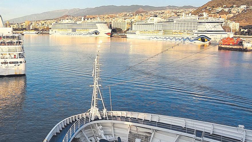 El Puerto de Santa Cruz, base para los cruceros de lujo que visitan Canarias