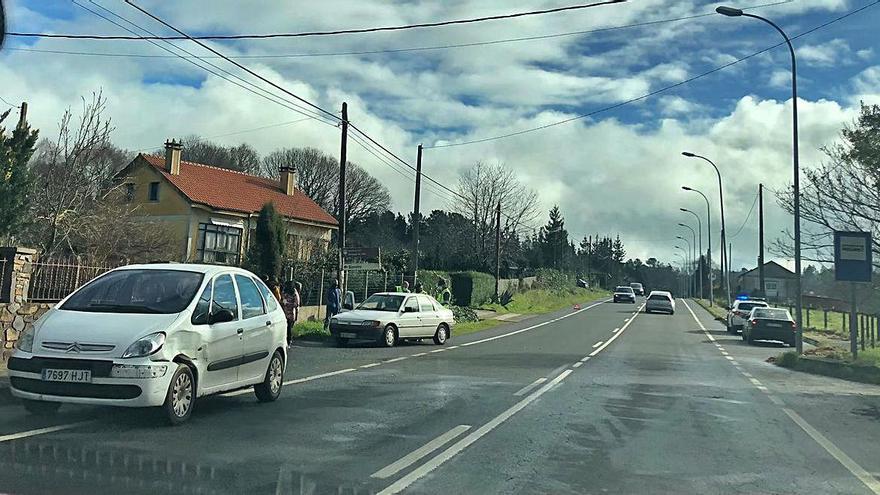 La PO-260 registra sendos accidentes simultáneos en Sello y Camiño Real