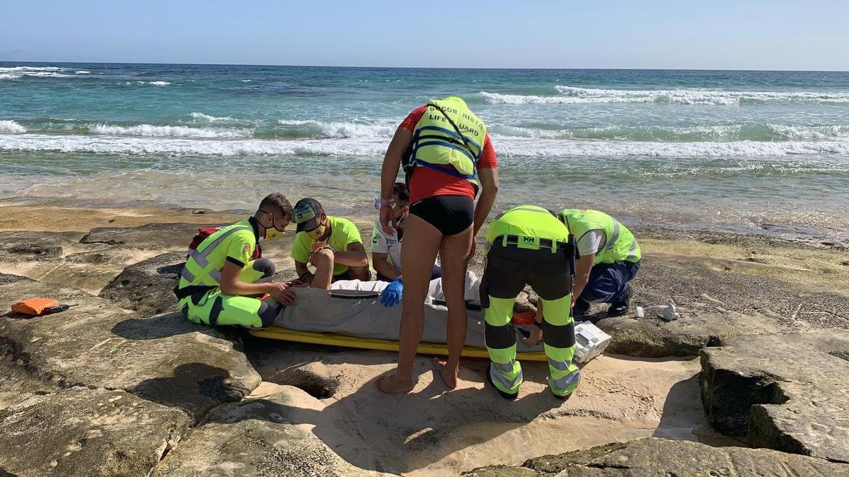 Una mujer resulta herida al sufrir una caída en la playa del Burro (Fuerteventura)