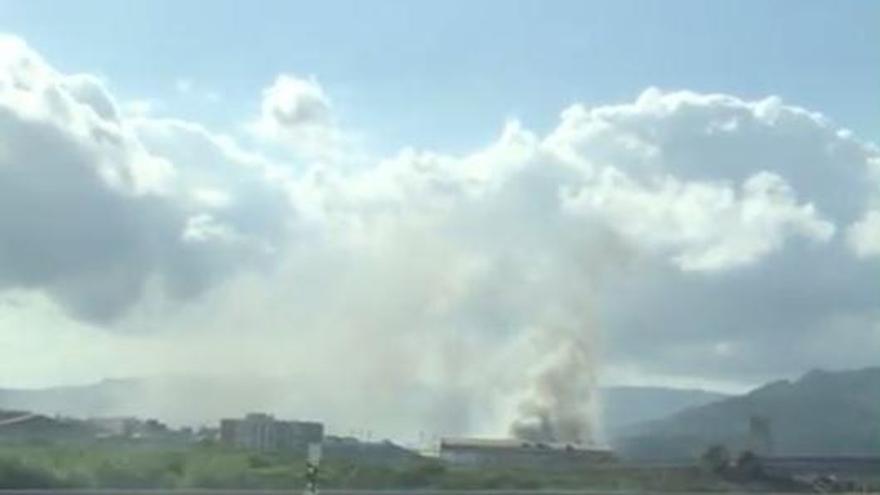 Incendio en una nave industrial de Beniarjó