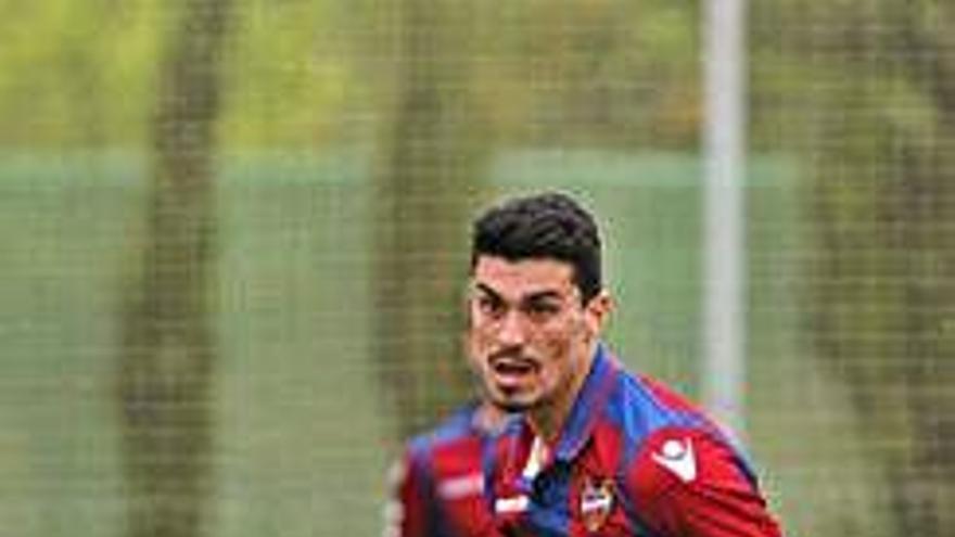 El abaranero Arturo, con la primera plantilla del Levante en el reinicio de la liga