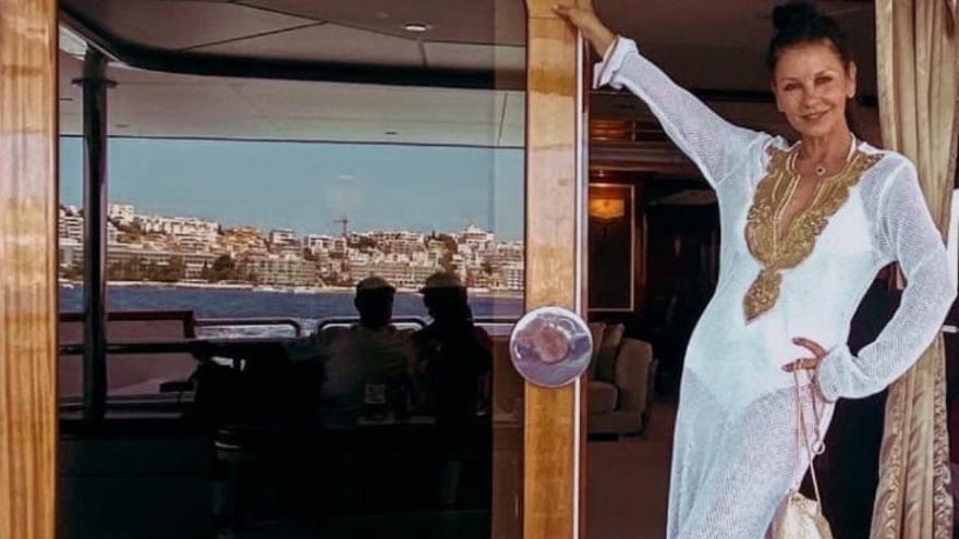 De Hollywood a Ibiza: Catherine Zeta-Jones y Michael Douglas se dan un chapuzón en Porroig