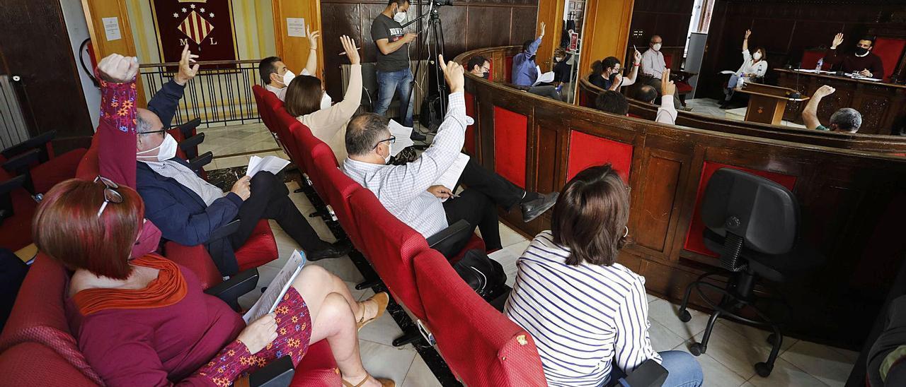 El consistorio recupera sus plenos presenciales aunque limitados a ediles y funcionarios   DANIEL TORTAJADA