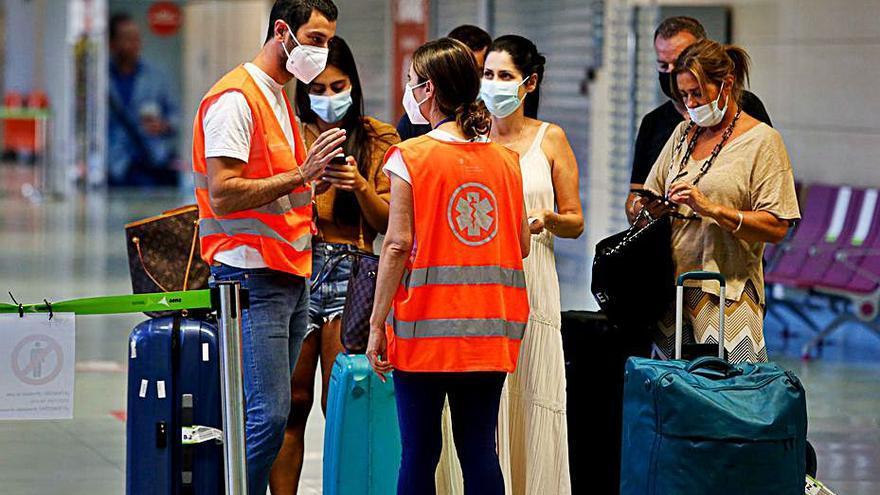 El Govern seguirá «vigilante» tras el levantamiento de controles a pasajeros