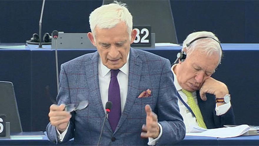 Margallo, després de la seva migdiada a l'Eurocambra: «És perquè tinc la consciència molt tranquil·la»