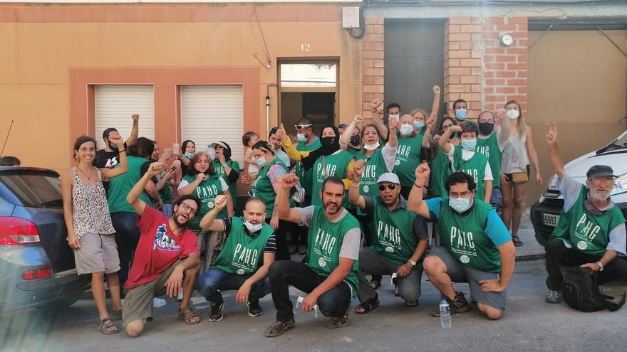 La PAHC atura el desnonament d'una família de Sant Joan