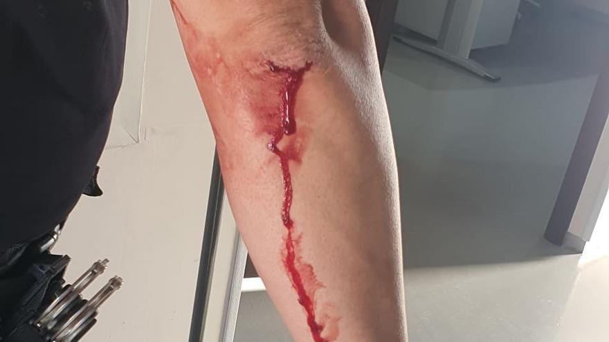 Un okupa intenta cortar el cuello con un vaso de cristal a un policía en Alguazas