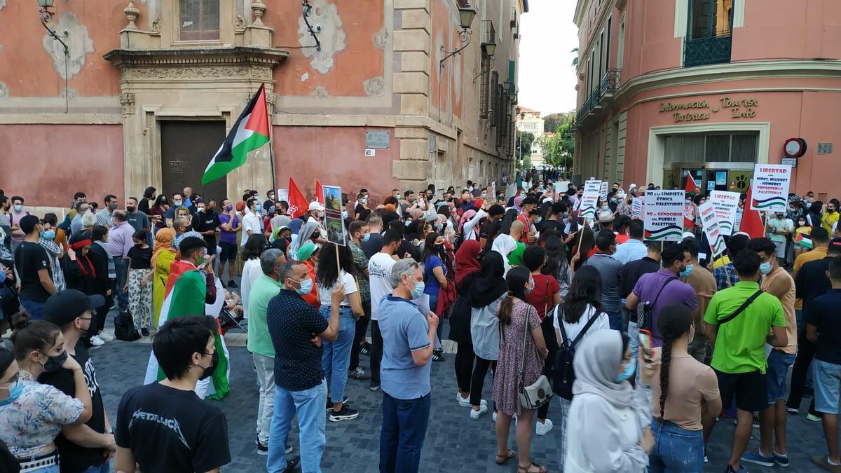 En la protesta se podían leer pancartas con los lemas 'Israel genocida', entre otros.