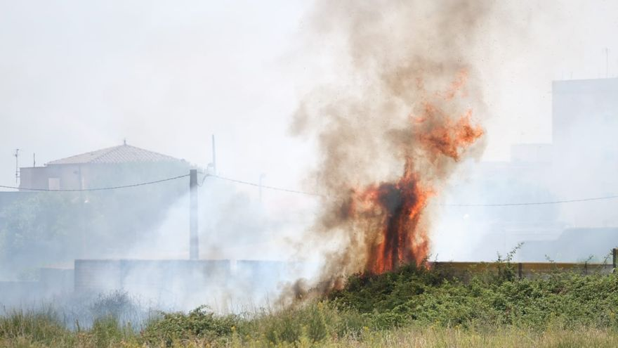 Incendi a la zona oest de Figueres per una crema de matolls