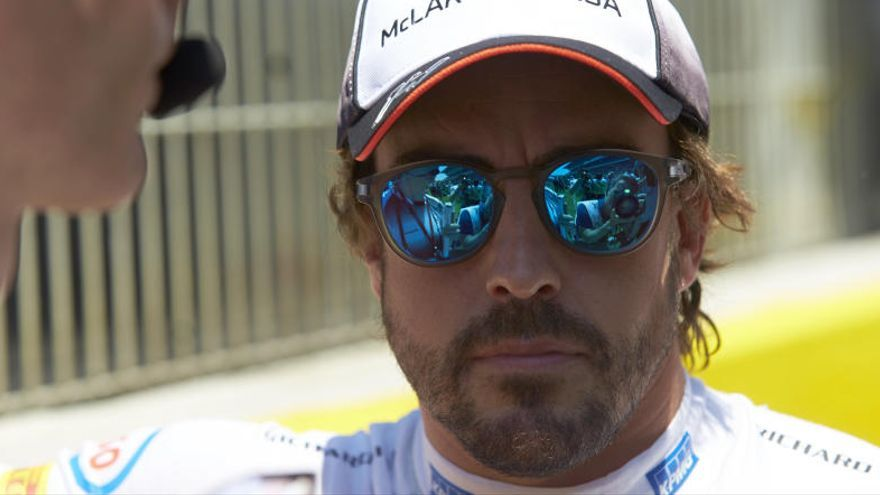 Ron Dennis le pide a Fernando Alonso un cambio de 'look'