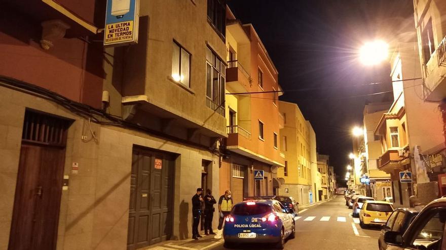 Mata a su madre y después muere apuñalado por su sobrino en una casa de Las Palmas