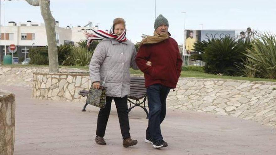 Temperaturas en ascenso y rachas muy fuertes de viento en el norte de Castellón este domingo