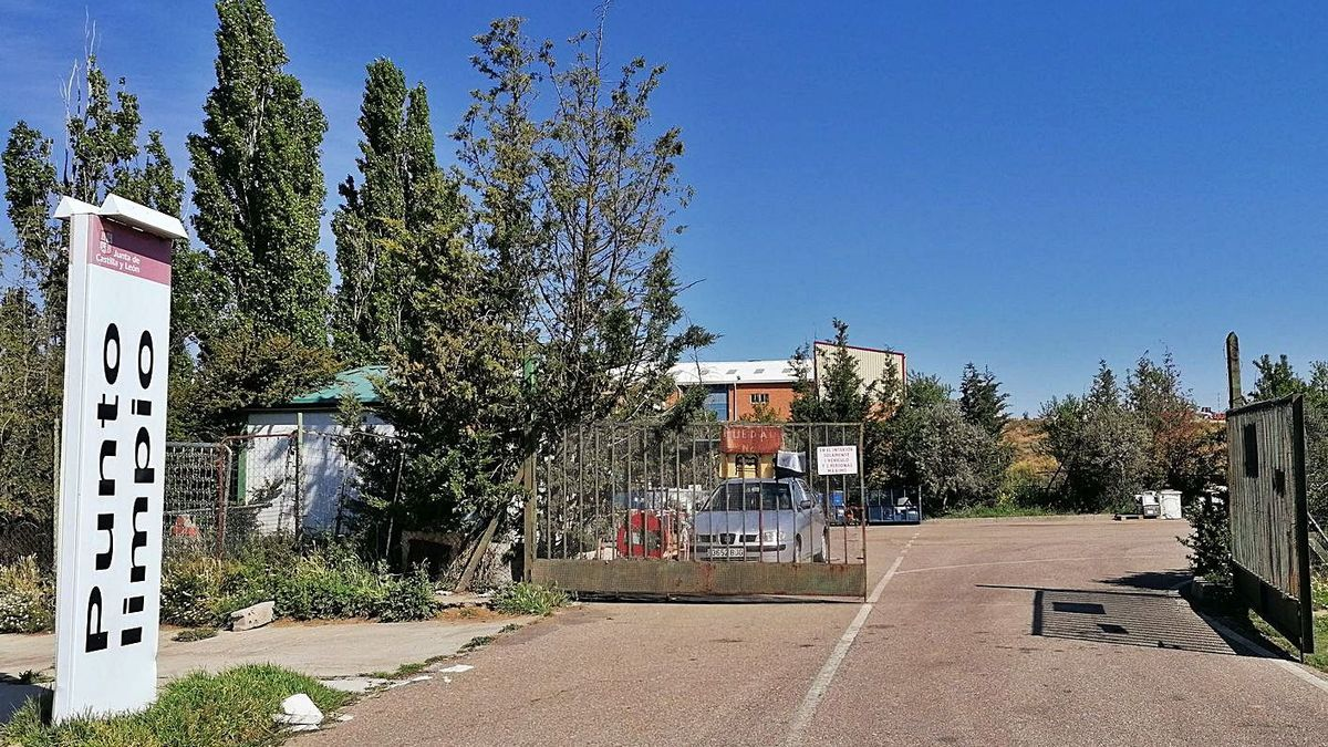 Acceso al Punto Limpio de Toro en el que el Ayuntamiento ejecutará diversas mejoras. | M. J. C.