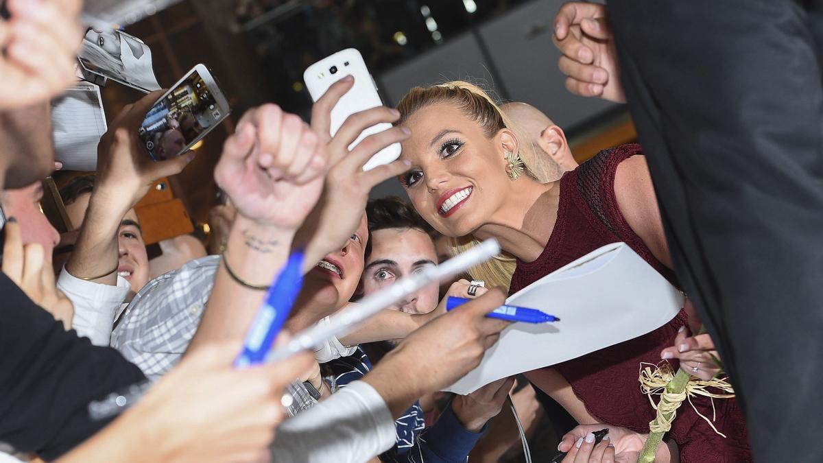 Britney Spears inicia los trámites legales para sacar a su padre de la tutela.