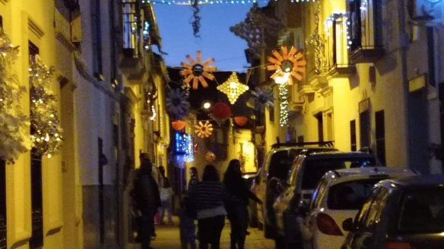 Reciclaje e imaginación para iluminar la Navidad en Castro del Río