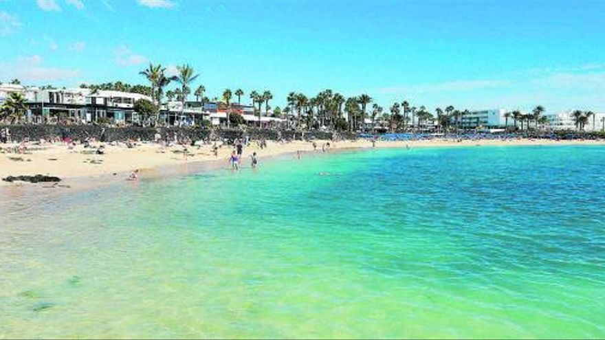 Costas ordena derribar edificaciones de la primera línea de playa de Yaiza