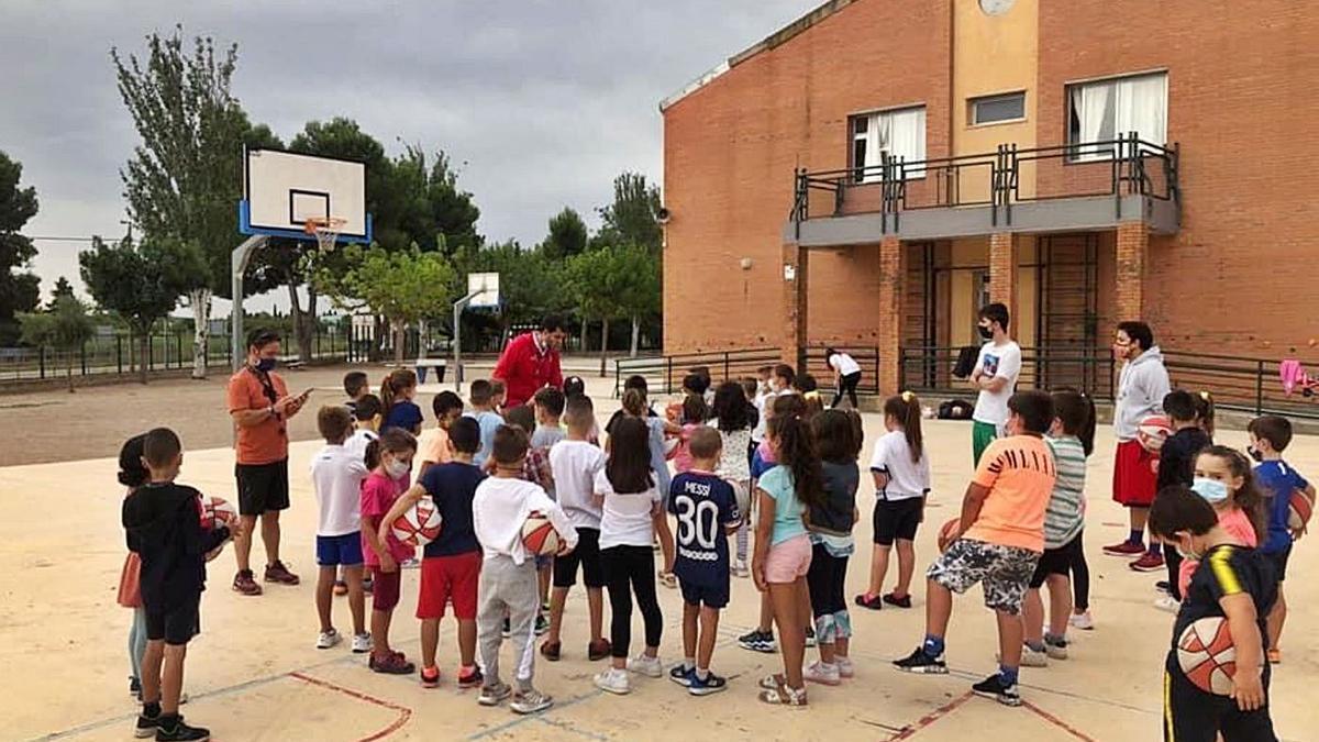 Los más pequeños aprendieron sobre el baloncesto en las jornadas de puertas abiertas de sus escuelas. | SERVICIO ESPECIAL