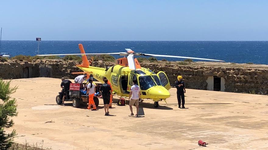 Auxiliada en helicóptero una turista tras sufrir un accidente en Tabarca