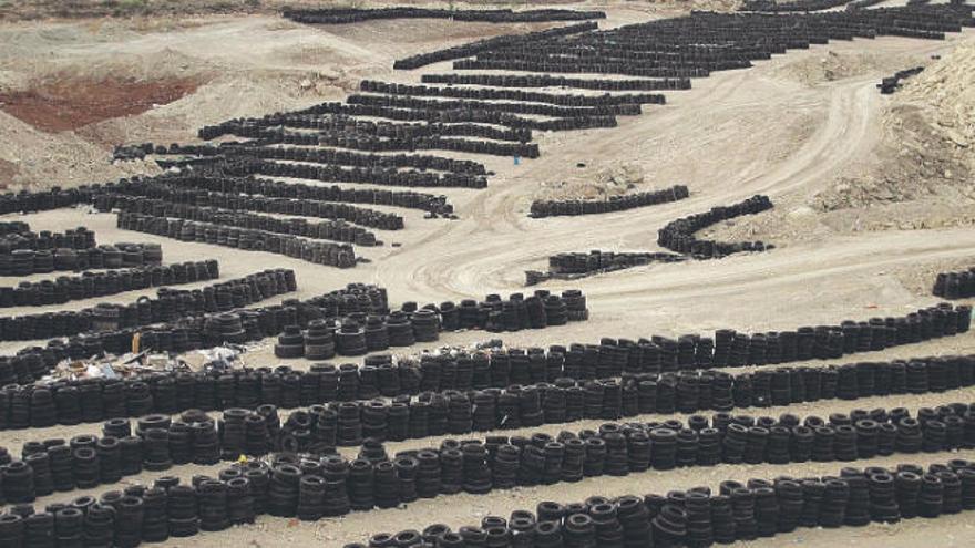 La Comisión Ambiental avala la planta de reciclaje del cementerio de neumáticos