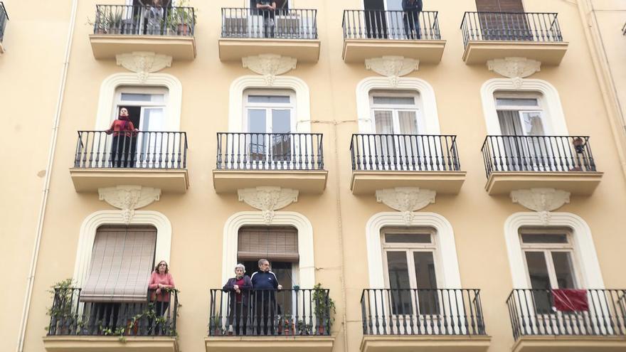 Desahucian a 16 familias en el centro de València para construir 32 apartamentos turísticos
