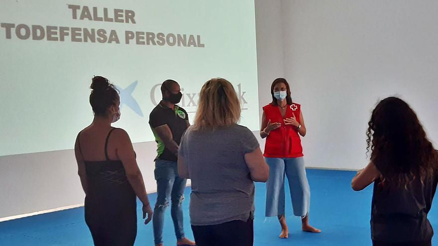 Talleres de defensa personal y formación para mujeres víctimas de violencia machista en Tenerife