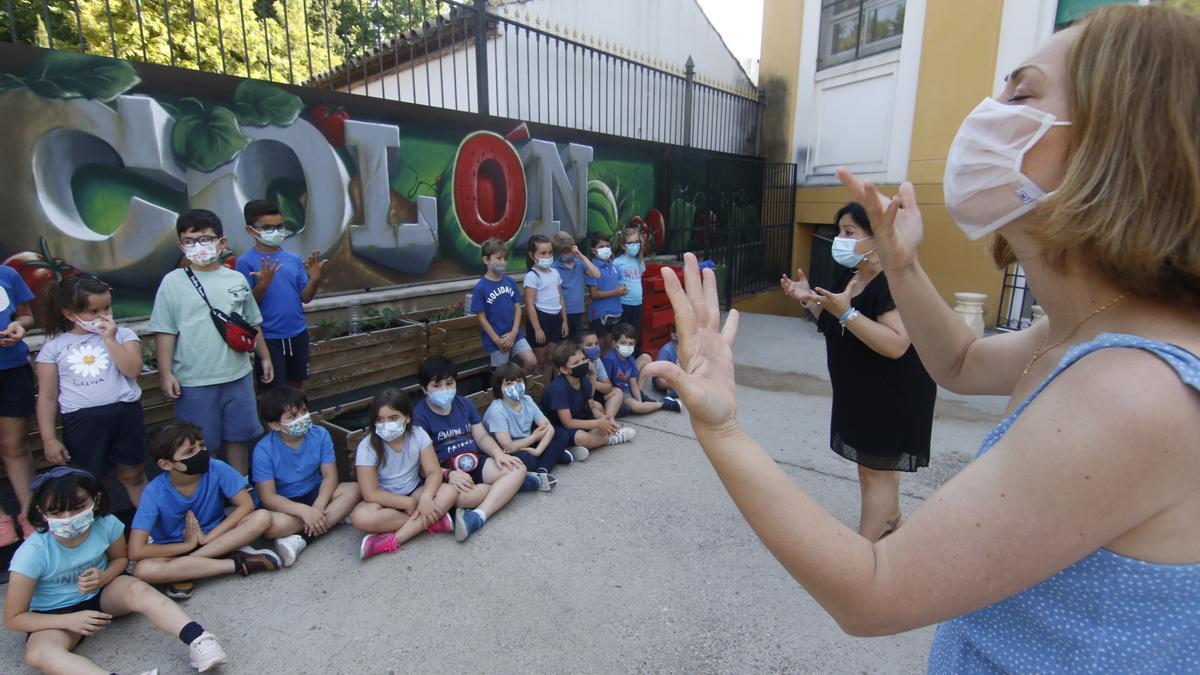 Conmemoración del Día Nacional de las Lenguas de Signos Españolas en el CEIP Colón.