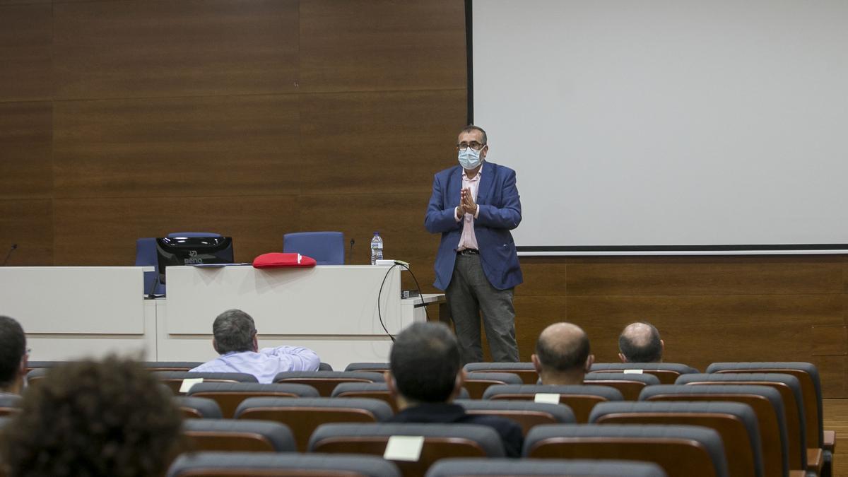 Cabezuelo en la reunión con los directores de institutos de investigación