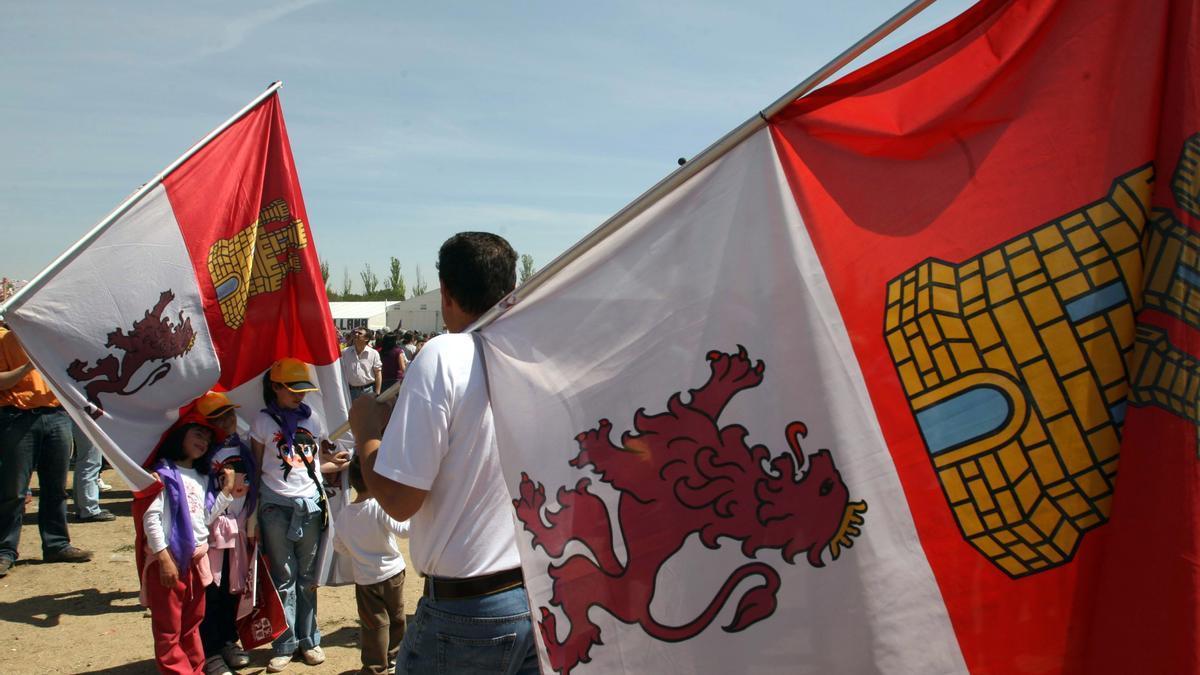 Banderas de Castilla y León en la celebración de Villalar.