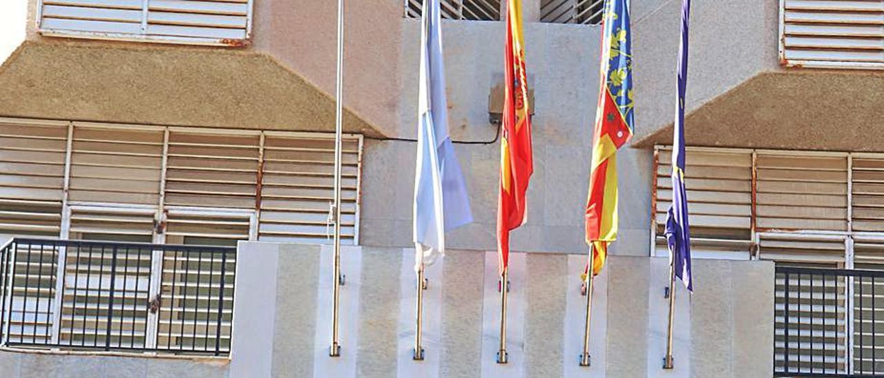 Fachada del Ayuntamiento de Torrevieja.