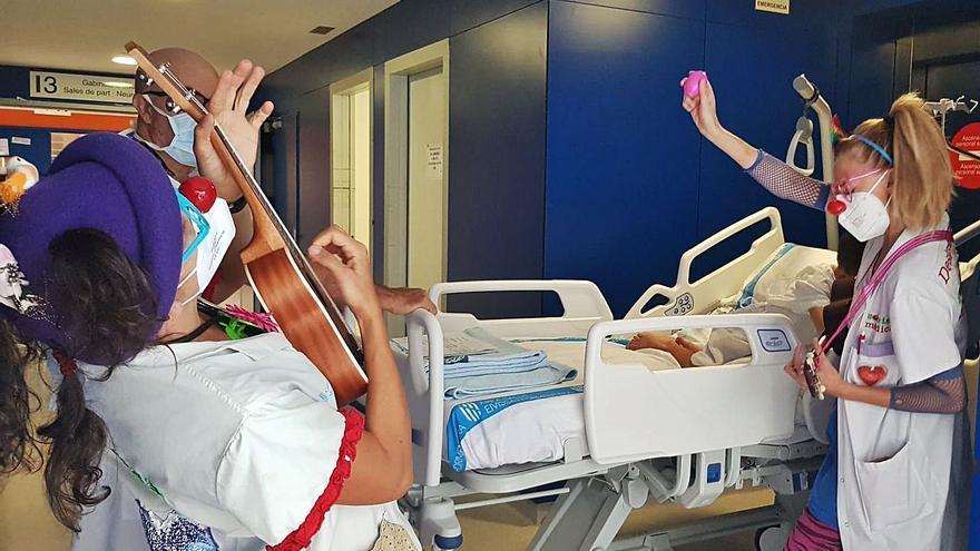 El doble de sonrisas que curan en el Hospital de Ibiza