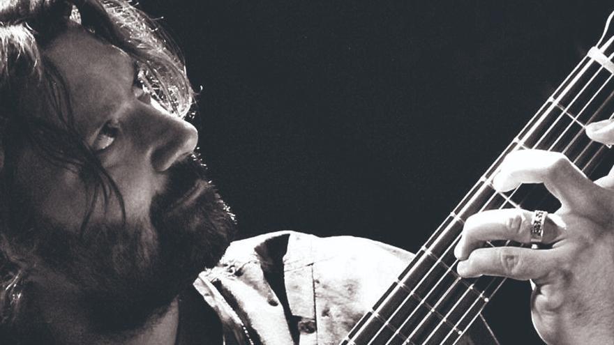 José Miguel Carmona: «He creado un tema alegre que se acerca a un tango flamenco»