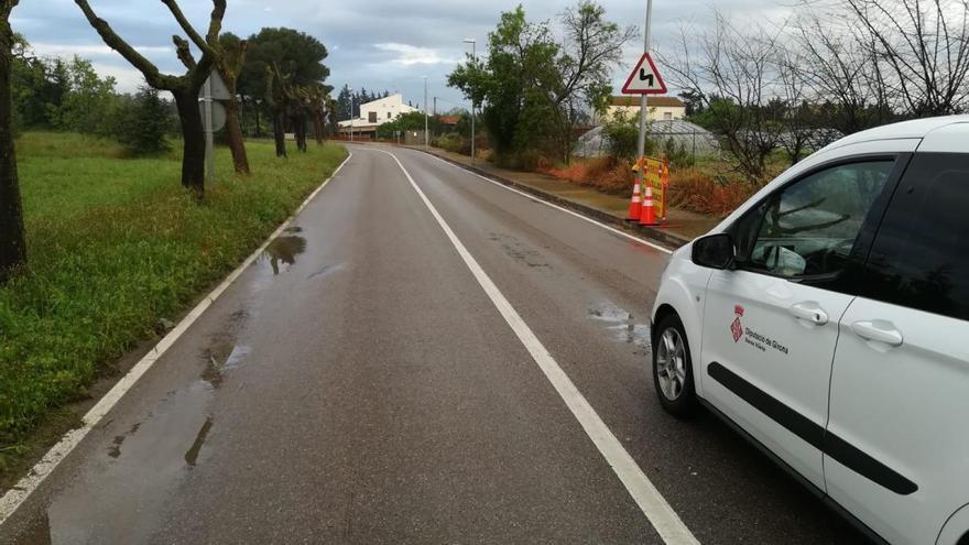 La carretera de Garrigàs segueix tallada a conseqüència de la pluja