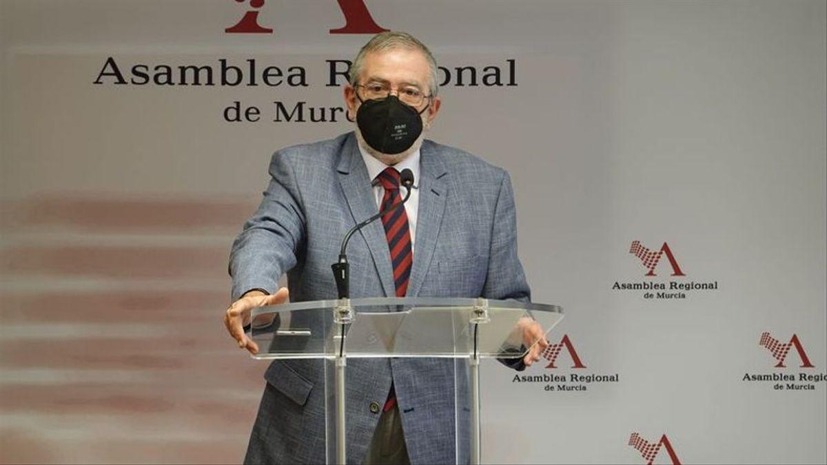 Alberto Castillo baraja abstenerse en la moción de censura de Murcia