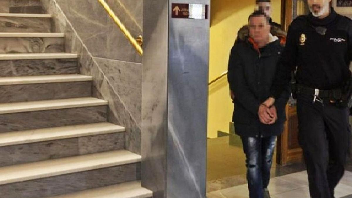 El condenado minutos antes de entrar en el juicio de la Audiencia Provincial.