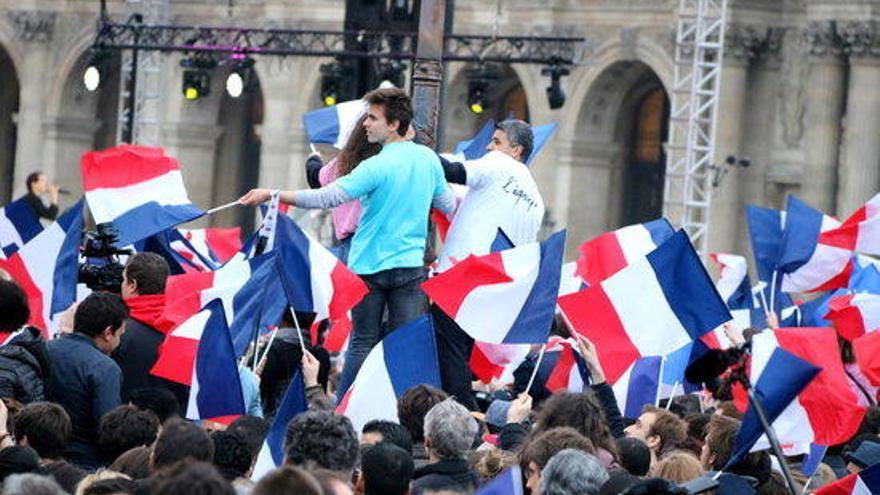 """Macron es fa """"responsable"""" d'entendre """"la còlera, l'ansietat i els dubtes"""" dels francesos"""