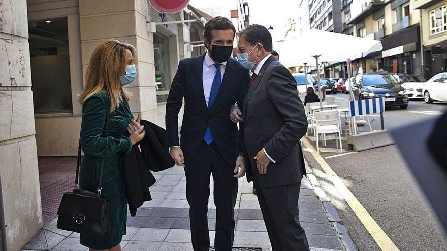 """Casado perfila con Mallada y Canteli el futuro del PP asturiano, """"un partido unido"""""""