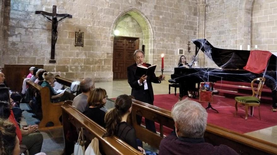 El piano embrujado de Marta Espinós ilumina la noche de Halloween en Xàbia