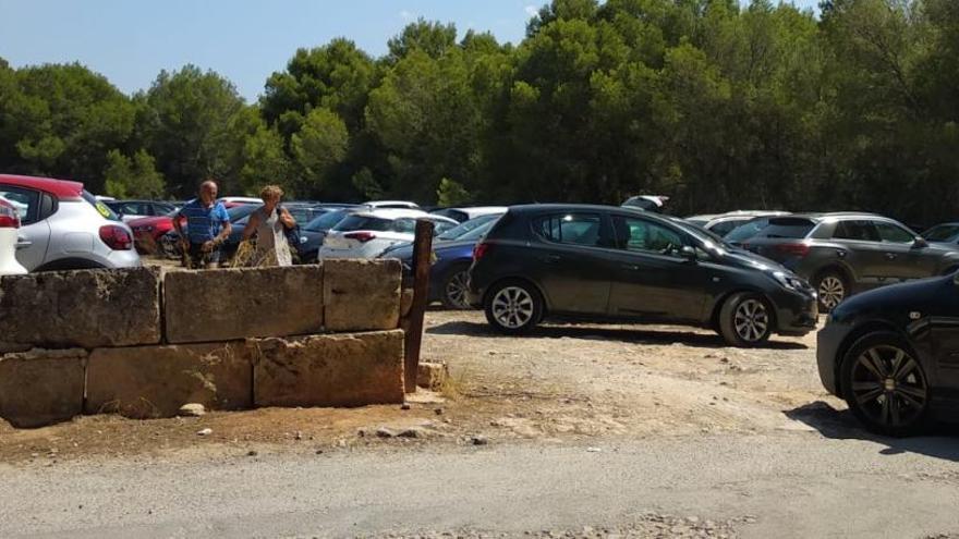 Badegäste am Es Trenc zerstören Absperrung von inoffiziellem Parkplatz