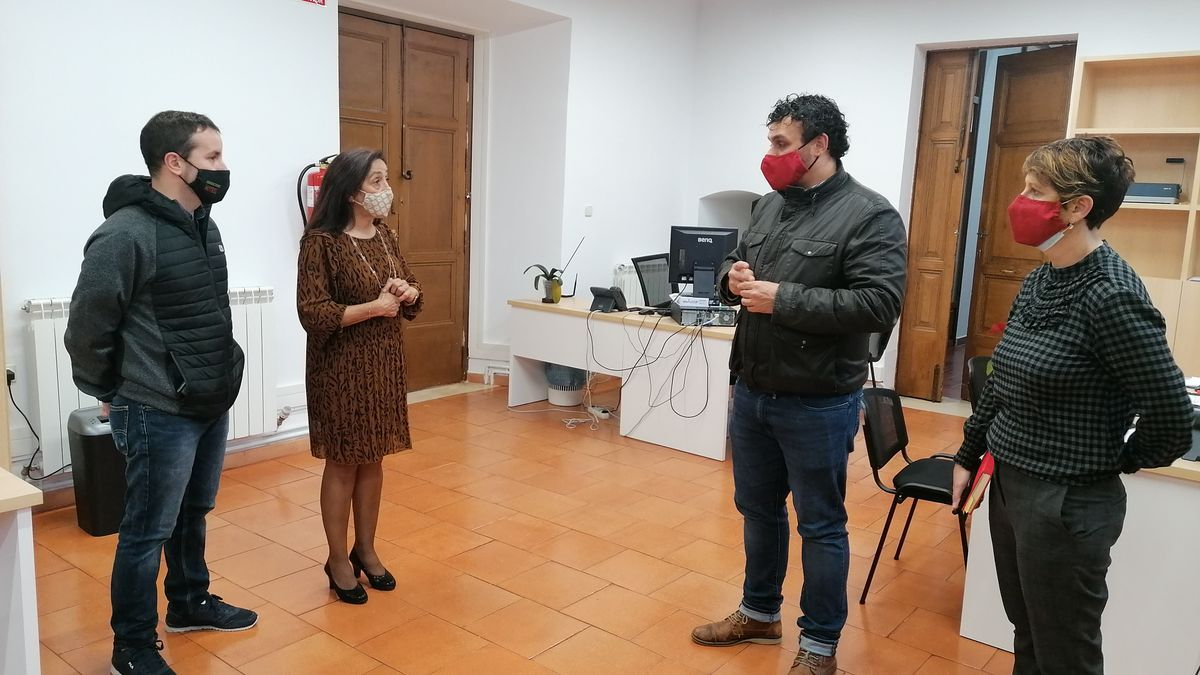 El alcalde y concejales del equipo de Gobierno visitan la nueva sede administrativa