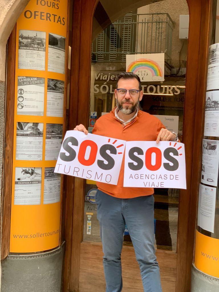 Arranca la campaña SOS Turismo: los hoteles y negocios turísticos de Mallorca ya lucen las pancartas con su lema