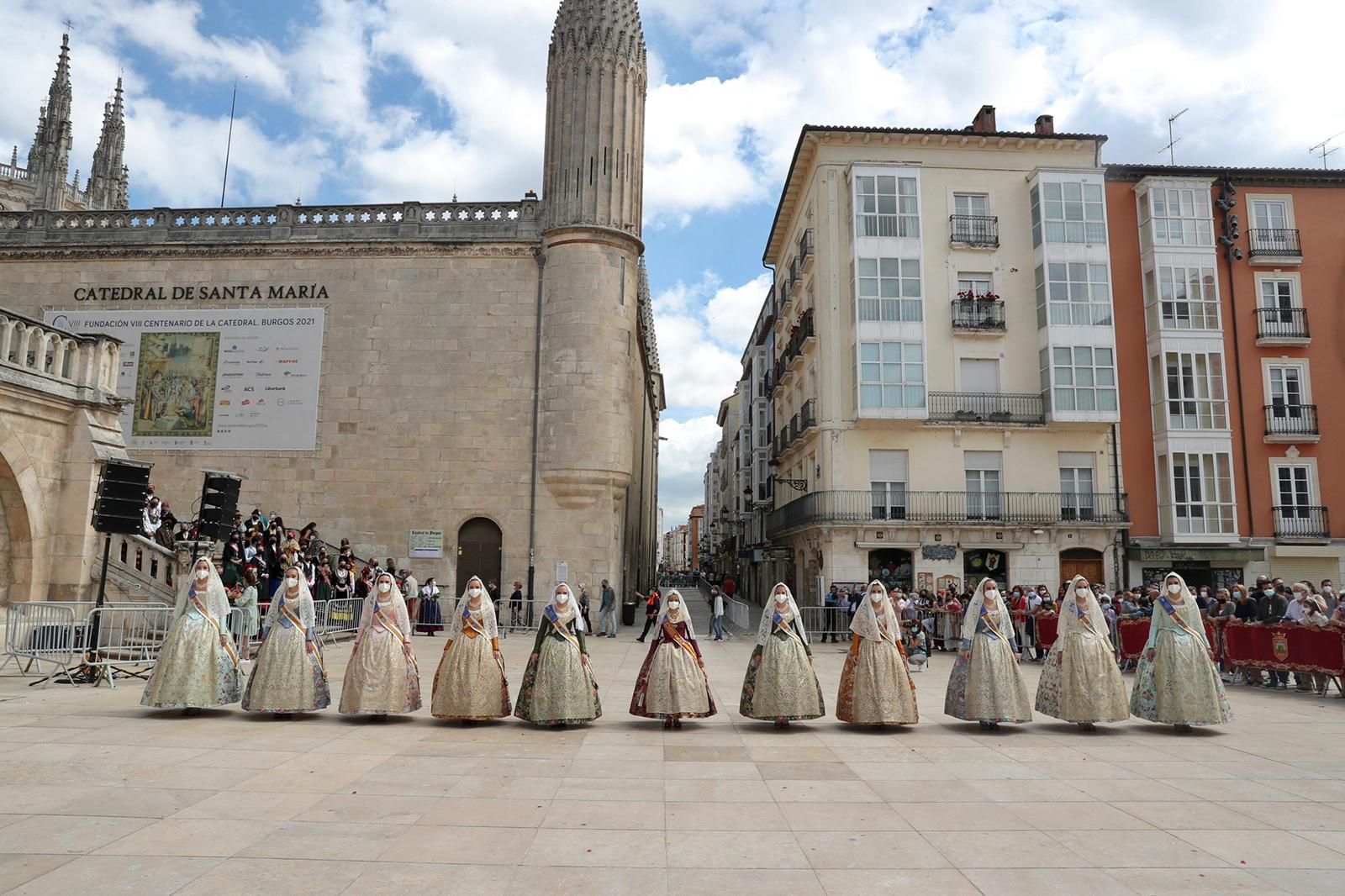 La corte mayor y la fallera mayor infantil visitan Burgos