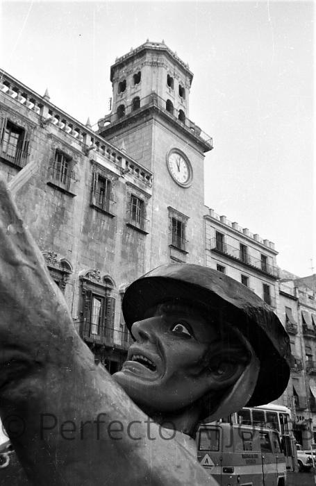 HOGUERAS. 1972