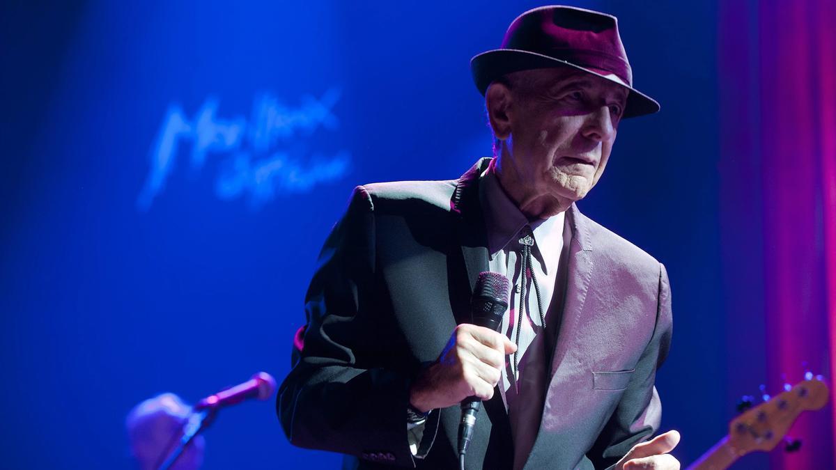 Leonard Cohen en un concierto.