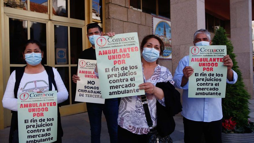 Los ambulantes pactan con el Ayuntamiento el aplazamiento de la comisión sobre el sector