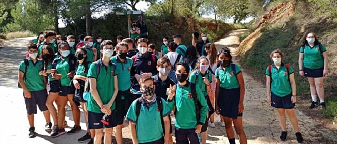 Alumnos del centro de Burjassot en Buñol.   L-EMV