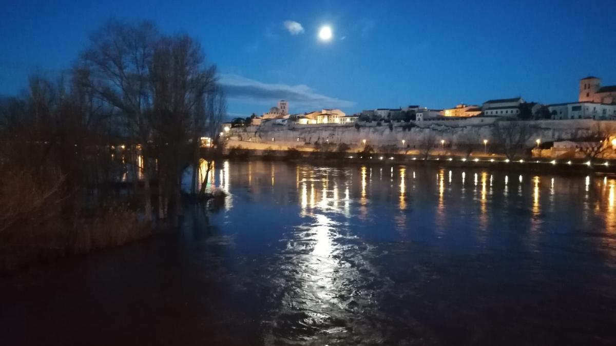 Amanecer en el río Duero esta mañana.